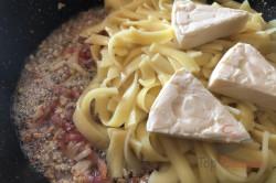 Zubereitung des Rezepts 15-Minuten-Pasta mit saurer Sahne und Speck, schritt 3