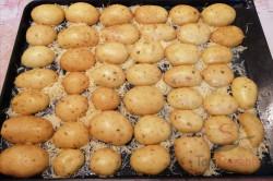Zubereitung des Rezepts Knuspriger Snack: Diese Kartoffelhälften aus dem Ofen sind ein Internethit!, schritt 1