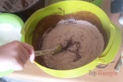 Zubereitung des Rezepts Schokoladen-Gugelhupf mit Walnüssen – mit FOTOANLEITUNG, schritt 9